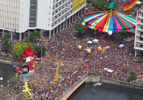 Bloco do Galo da Madrugada. Fonte: www.skyscrapercity.com