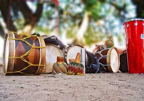 Alfaias de Maracatu. Fonte: www.catracalivre.com.br