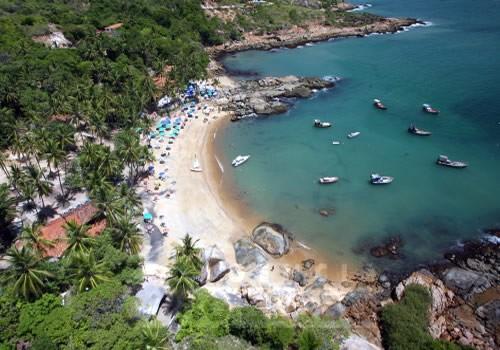Praia de Calhetas. Fonte: www.tirolesacalhetas.com